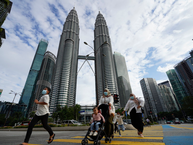 malaysia announced emergency coronavirus lockdown amid political crisis