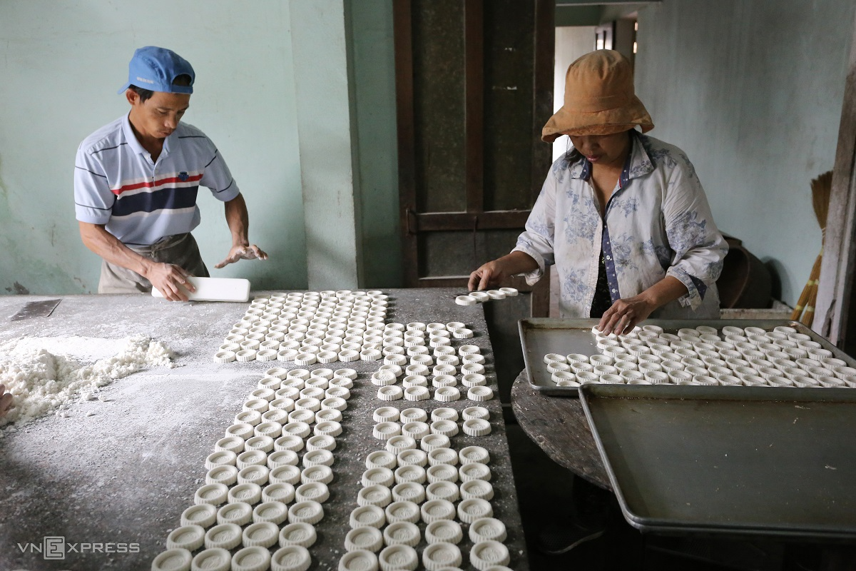 Molded rice cakes bring a delicious and sweet taste for traditional Tet Holiday