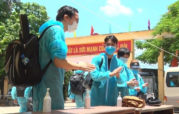 vietnam continues 14 day quarantine applied to people entering the country