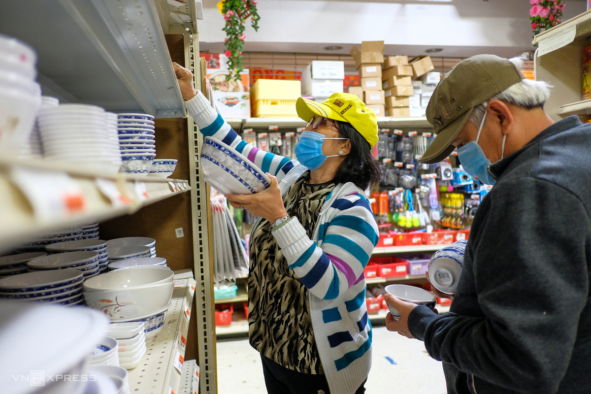 Tet holiday atmosphere inside the US Tet market for Vietnamese