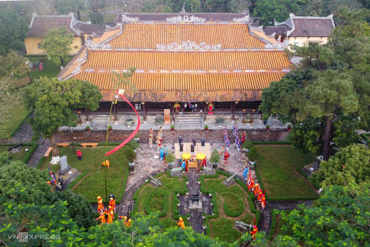 bamboo pole erecting tradition in hue citadel to celebrate tet