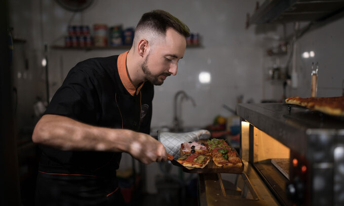 pizza with ketchup vietnameses way of eating pizza surprises italian chef