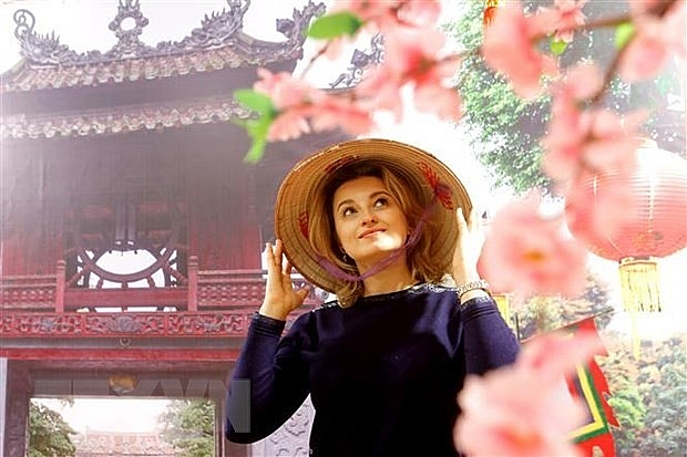 vietnamese ao dais fascinating beauty impresses russian photographer