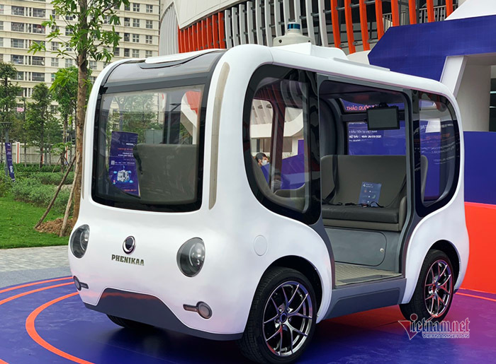 Vietnam's first introduced autonomous, smart self-driving vehicle