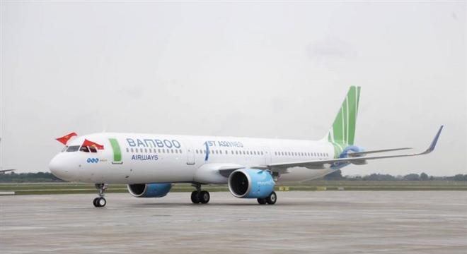 Plane makes emergency landing at Noi Bai International Airport after allegely bird