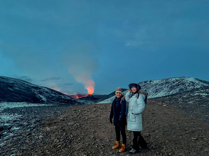 vietnamese expat wearing non la to pose with icelands awakening volcano after 6000 years