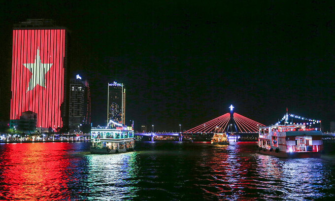 Beautiful art lighting rig glowed up Da Nang River