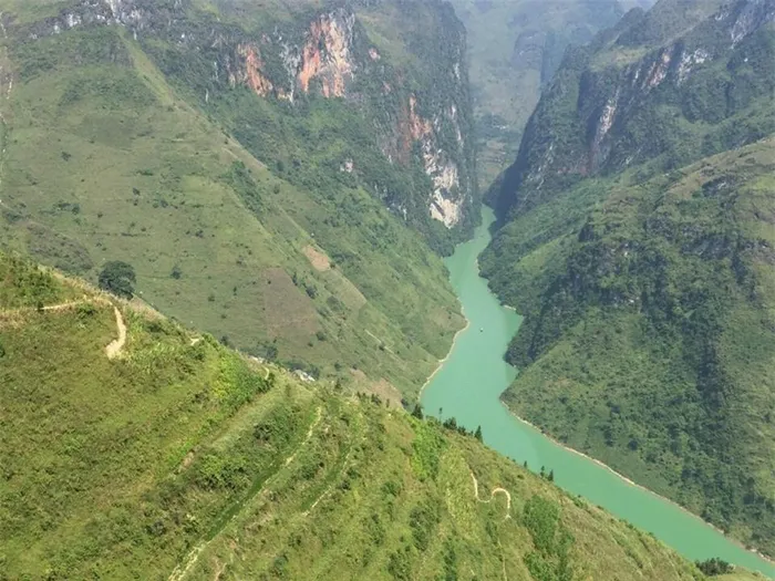 Nho Que River was classified as one of the most unique tectonic valleys in Vietnam (Photo: Baomoi)