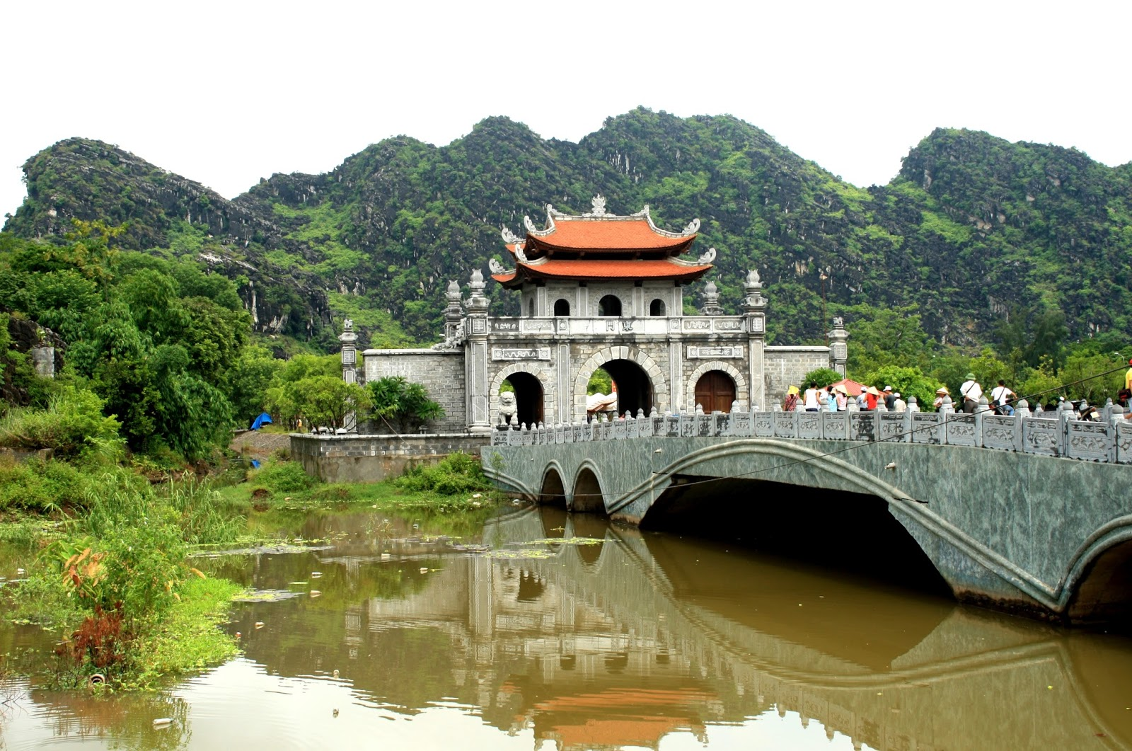 Must-see attractions in Ninh Binh for tourists to explore