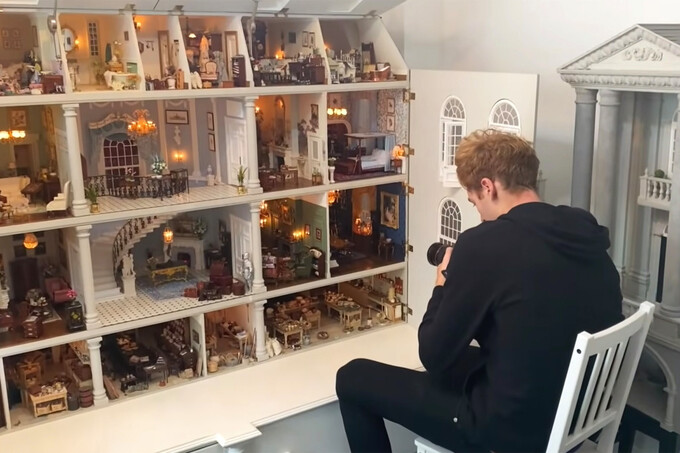 Two Youtubers, who come from London, use their professional photography skills to take several shoots of door house that modeled the 18th century mansion style in Clapham Common, South London. They posted them in the Internet with the rent of $100 per night. Photo: VnExpress