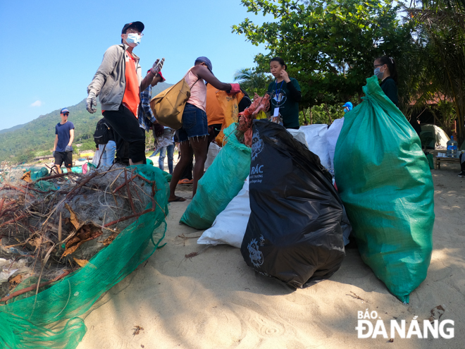 Trash is placed in a collection area before being sent to an appropriate sorting or treatment site. (Photo: Baodanang)