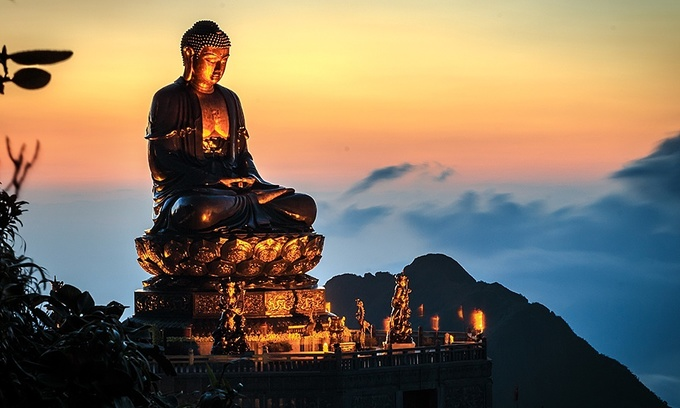 A bronze Buddha statue stands top on Mount Fansipan in Sa Pa Town, northern Vietnam. Photo courtesy of Sun World Fansipan Legend. (Photo: VnExpress)