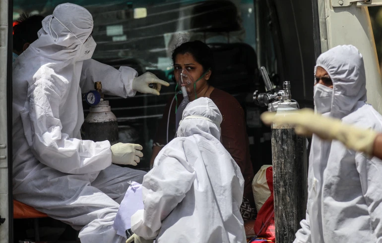 Health workers attend to a suspected COVID-19 patient in Mumbai [Divyakant Solanki/EPA]