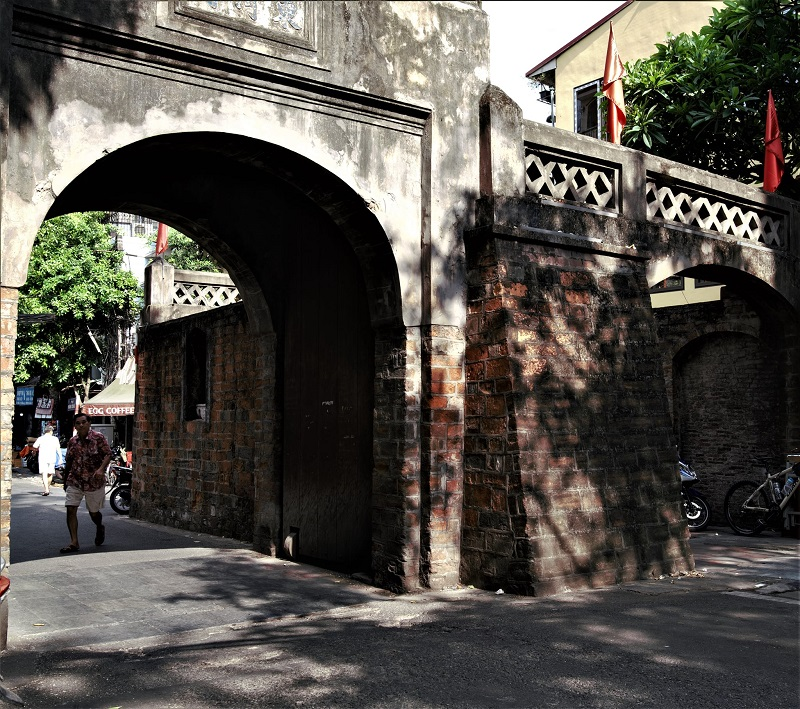 The Quan Chuong is one among 21 gates of the ancient city that has remained today. Photo: Duong Chu