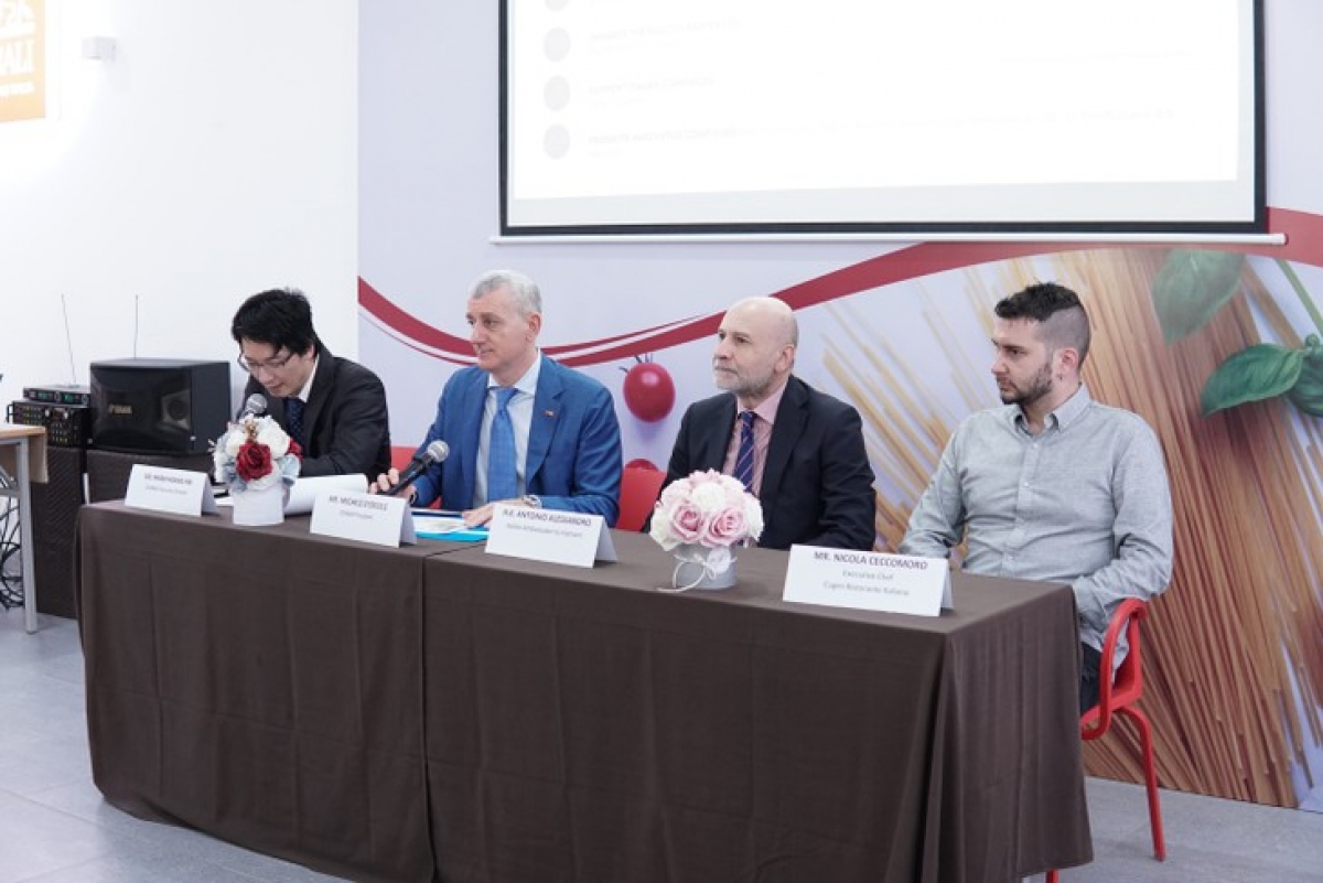"A press conference introduces the ""Italian Cuisine – Italian Style"" cooking contest in Hanoi. (Photo: VOV)"