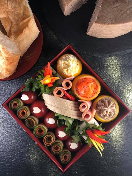 Bento lunch box with pate and cha lua. Photo: VnExpress