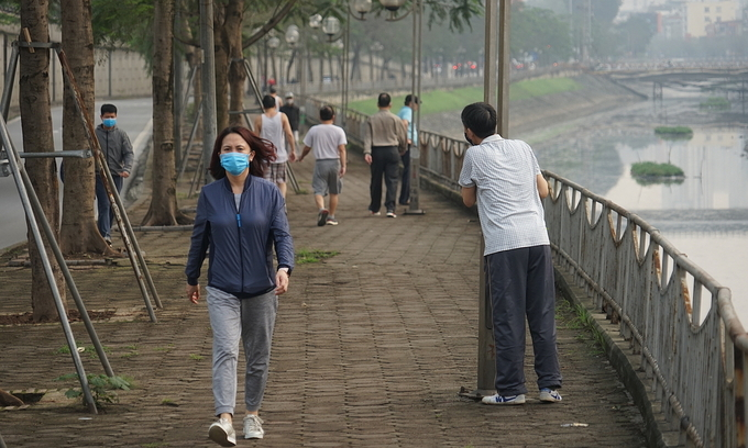 People exercise along the To Lich River in Hanoi, April 8, 2020. Photo by VnExpress/Gia Chinh.