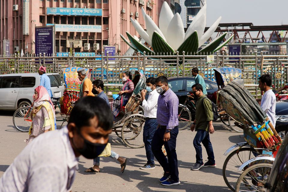 People wear masks as a protective measure after the first reported case of coronavirus in Dhaka, Bangladesh March 10, 2020. REUTERS/Mohammad Ponir Hossain (Photo: Reuters)