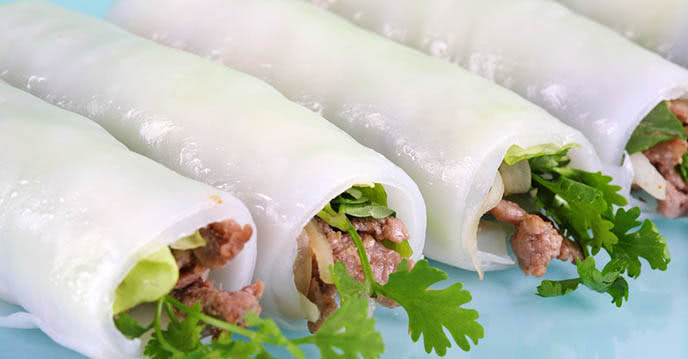 Pho cuon is similar to pho in terms of ingredients but it is served without soup, suitable for summer. Photo: Pasgo.vn