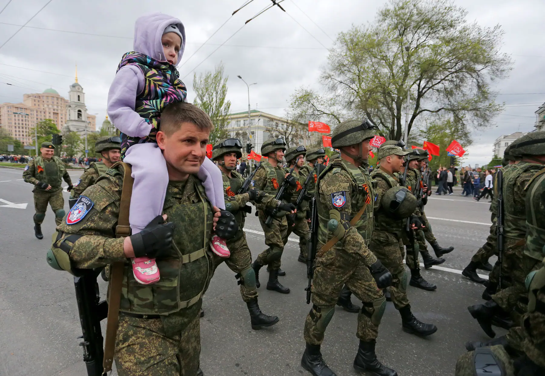 A participant carries a child on his shoulders (Photo: Washington Post)