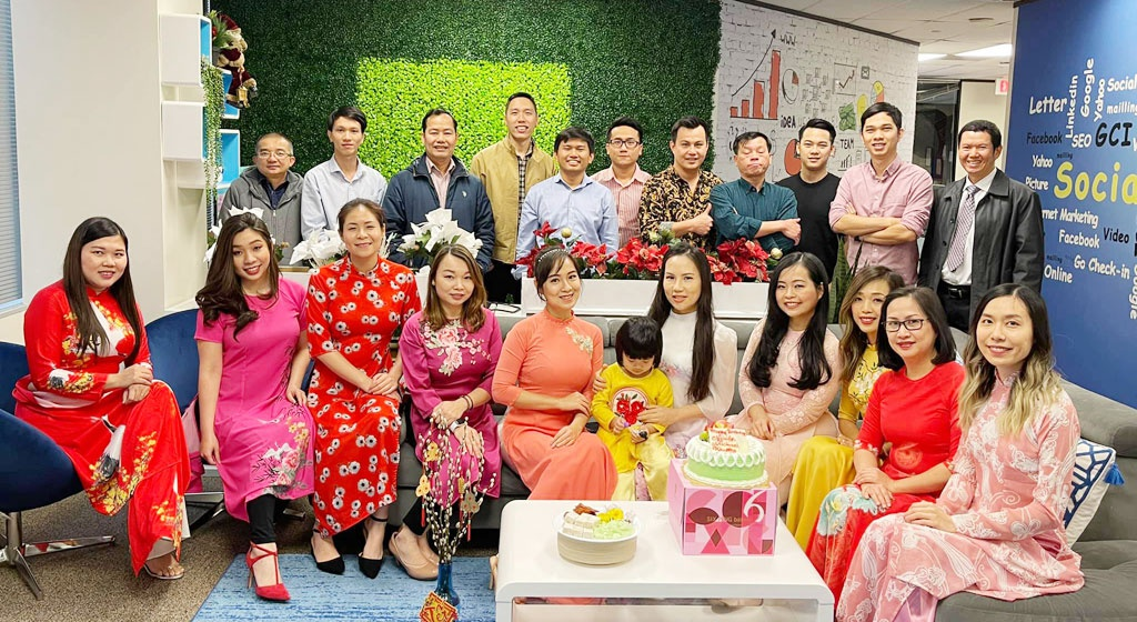 Vuong and his employees celebrating Tet holiday (Photo: Thanh Nien)