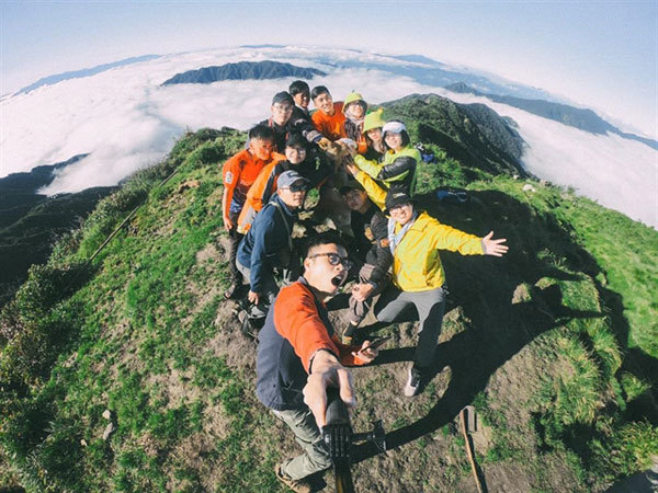 The journey of trekking and conquering Lung Cung Mountain in Yen Bai