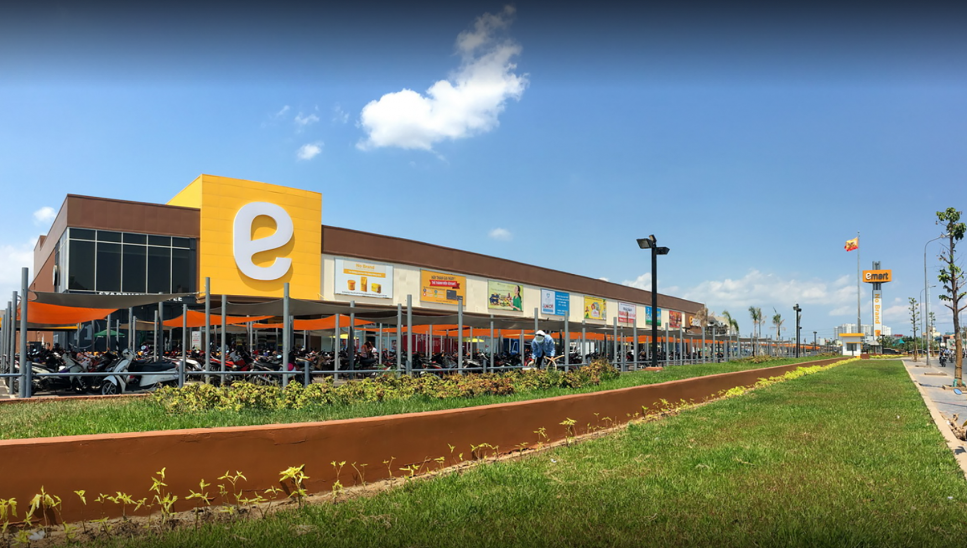 E-mart will sell its Vietnamese business to THACO (Photo: Vietnamnet)