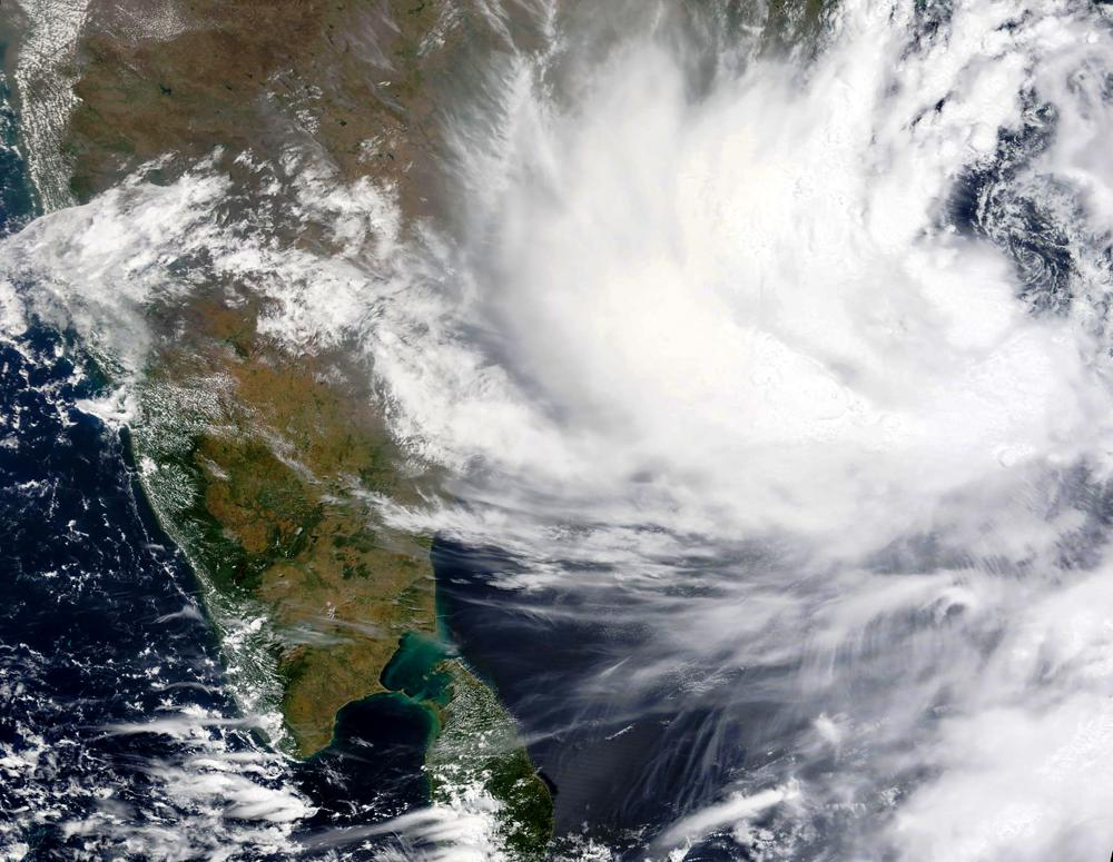 India: States evacuated thousands of people as strong cyclone approaches