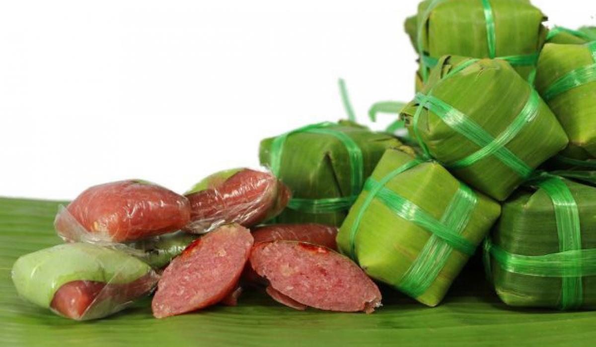Lai Vung: Delicious traditional fermented pork roll (nem chua) dishes
