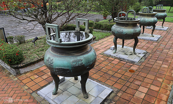 Hue to seek UNESCO recognition for nine dynastic urns