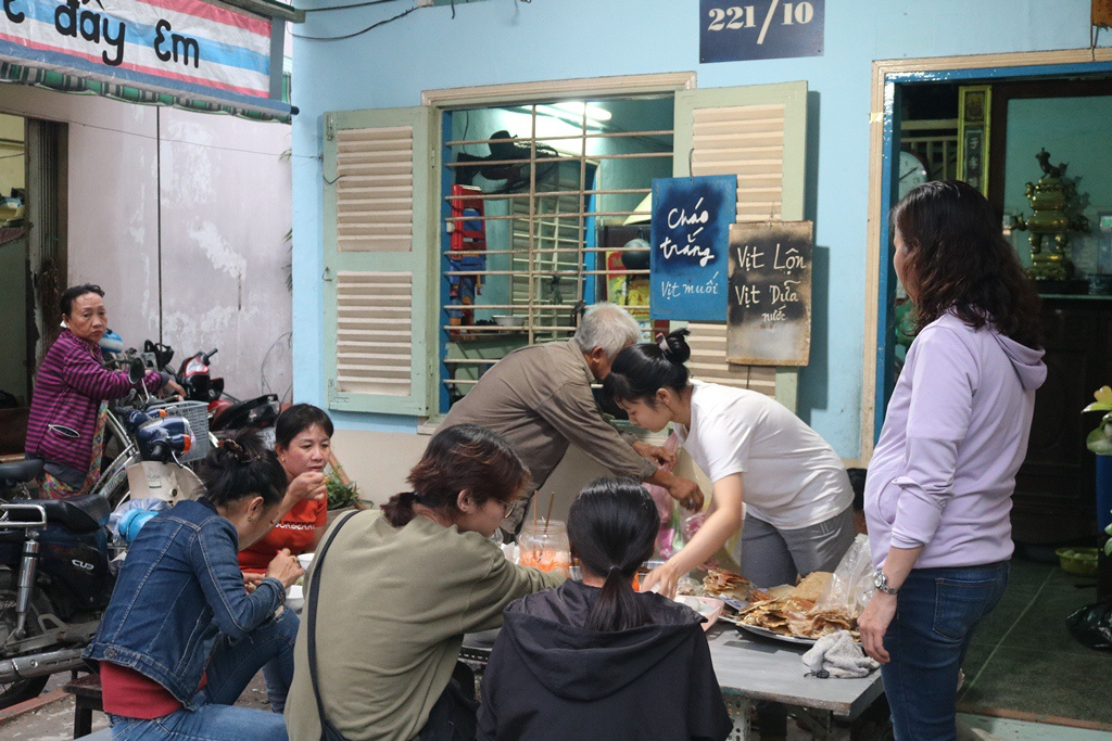 The small and petit congee restaurant hidden in an alley in District 6. Photo: Anh Le