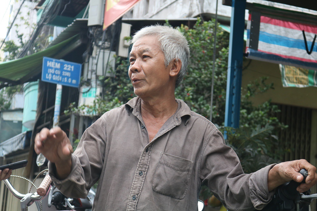 Le Cong Minh (65 year olds, the owner of the restaurant), said they started their business back in 2003, and has been in operation for 18 years.  (Photo: Thanh Nien)