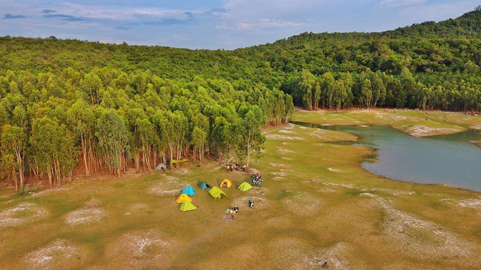 The campsite viewed from above at Dau Tieng Lake – Photo source: FB An Le