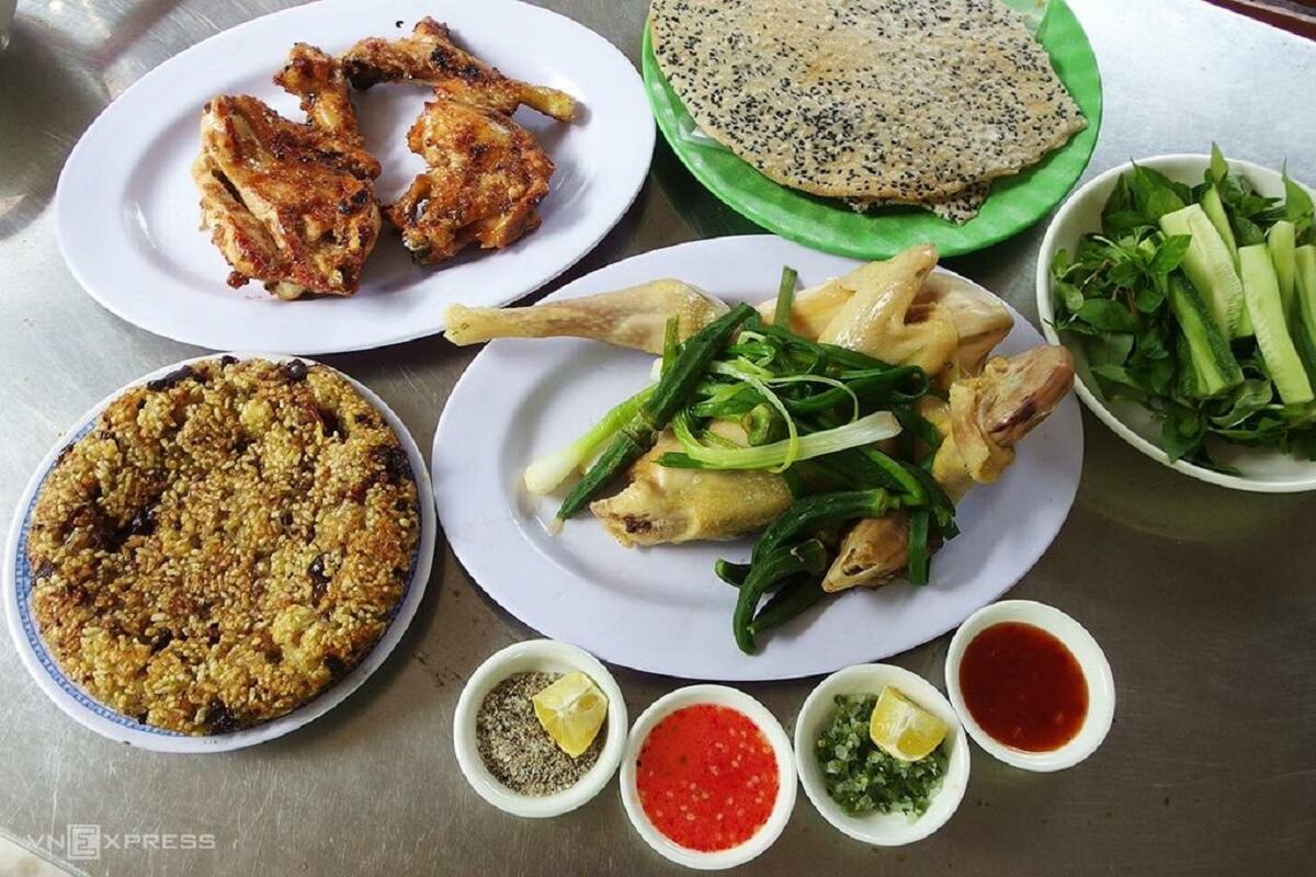 2 'chosen chicken' restaurants impress tourists in Quy Nhon