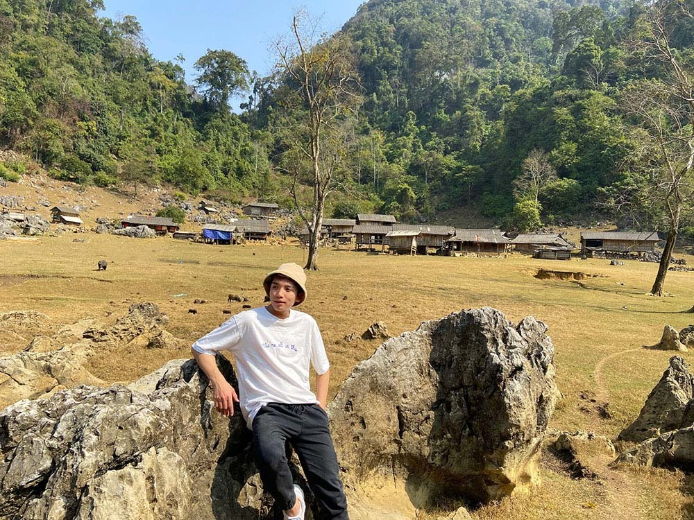 There is no elictricity or Internet, even no cellphone signals in the village. Photo: Duc Giang