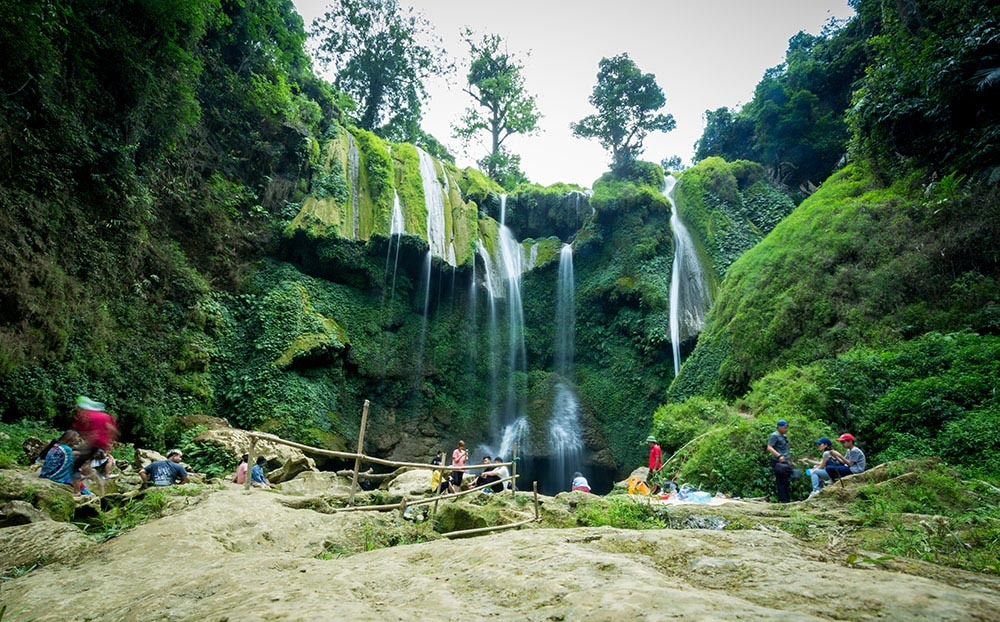 Fairy waterfall has 3 floors, with each carries a different beauty.  Photo: Duc Giang