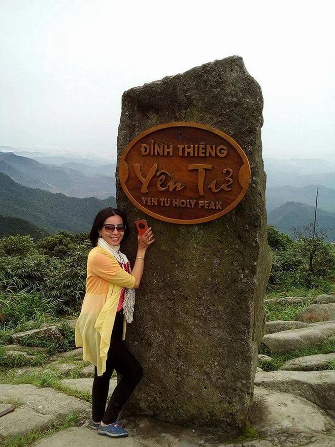 Oanh climbed Yen Tu mountain in Quang Ninh. Photo: Dantri