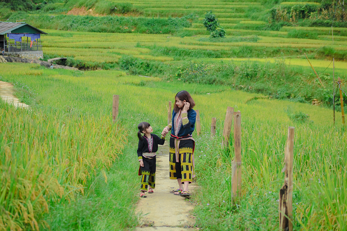 Vietnamese Teacher and Blogger Celebrates Passion for Travel
