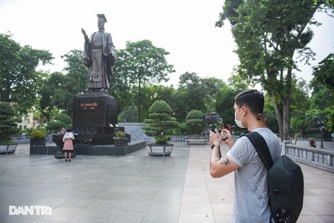 Digital Travels: Vietnamese Tour Guide Opens Virtual Tours For International Tourists