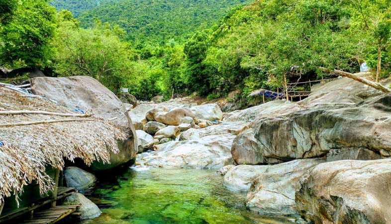 """Fairy River (Suoi Tien) - The """"Fairy Living In The Woods"""" Attracts Tourists"""