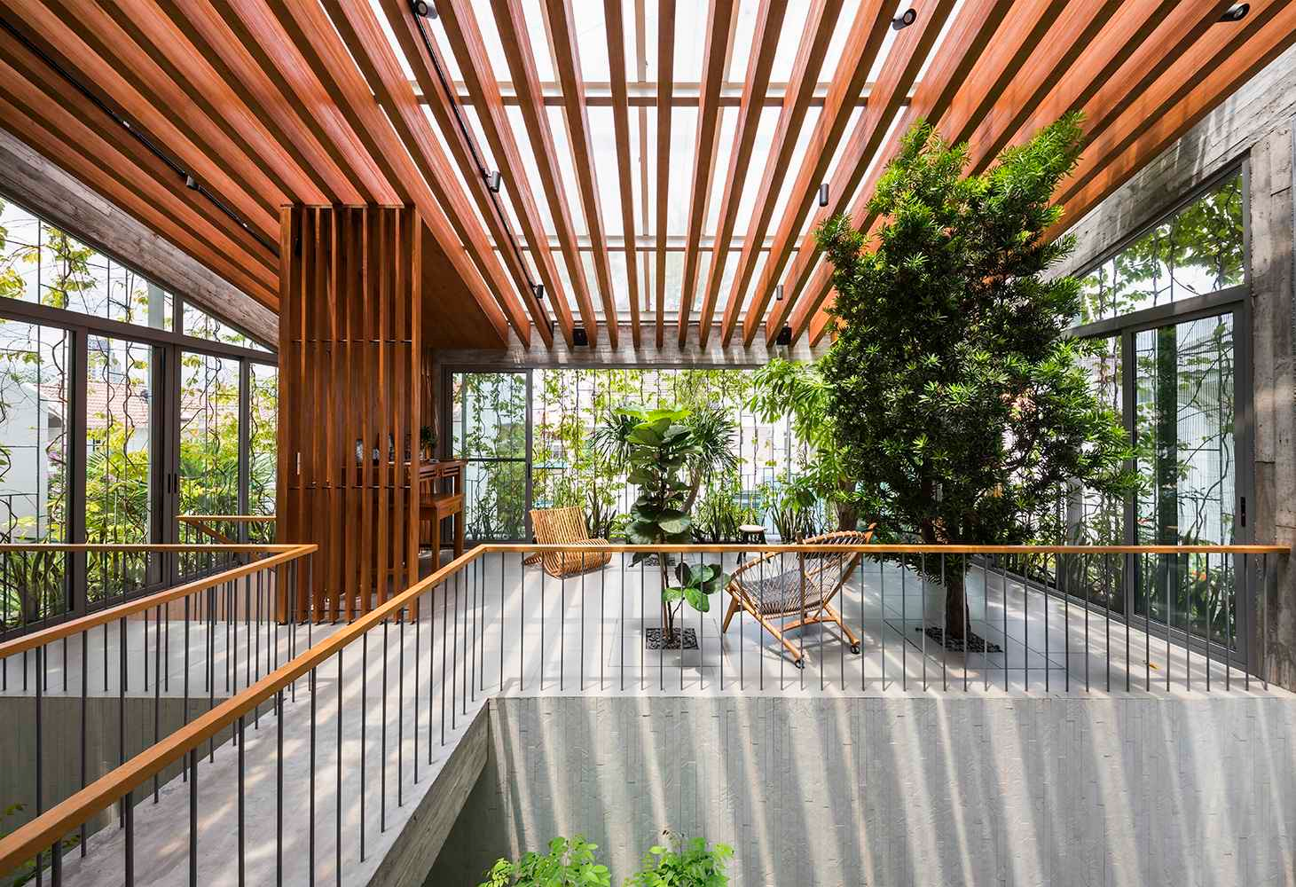 Despite a lot of indoor space, the greenery allows the house to blend seamlessly with its lush green surroundings.