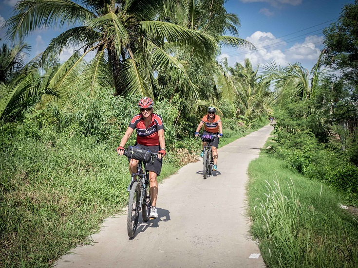Experience rich local traditions, picturesque scenery and tasty specialties on the back of a bike (source: excursionvietnam)