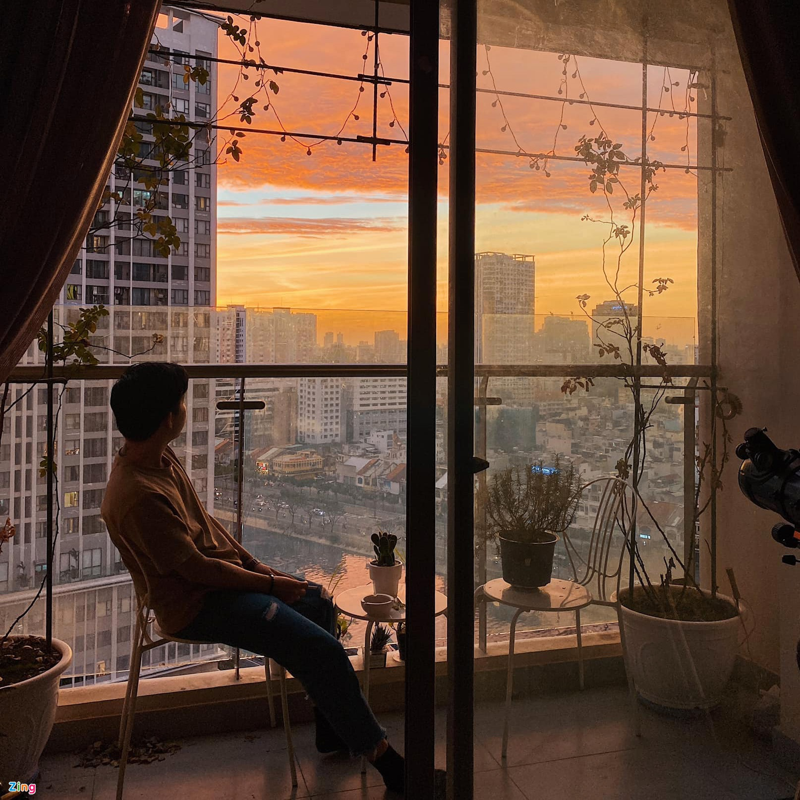 The sunset scene from Viet Anh's apartment. Photo: NVCC