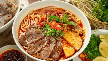 Five Wonderful and Delicious Delicacies For Tourists Visiting Hue