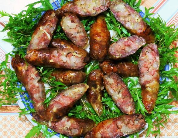Fried Lap Xuong sausage. Photo: Dao Tho/ Tuoi Tre