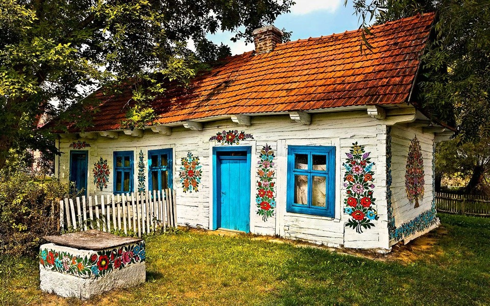 Unusual Place: Zalipie – The Pretty Painted Village in Poland