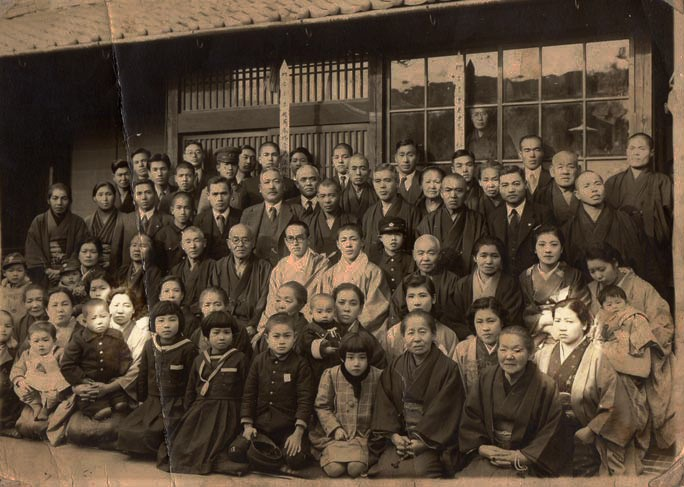 Group photo from earlier days. Here, Koume can be seen sitting in the very right of the second row, while Umeno is the third one from the left in front row. Photo: Guinnes World Records