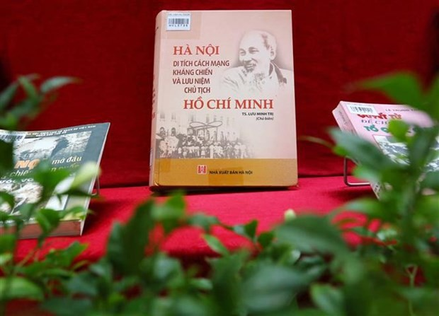 Hanoi Library is hosting an exhibition of books and publications to mark the 67th anniversary of the capital city's liberation from the French. (Photo: VNA)