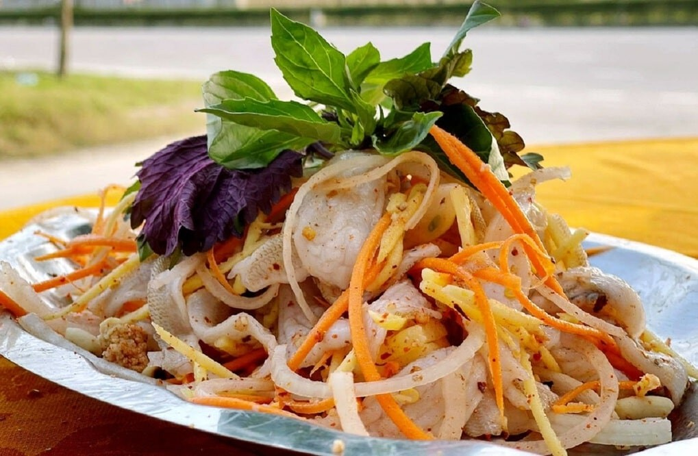 Delicious Must-Try Raw Fish Salad: Specialty of Da Nang Fishing Village
