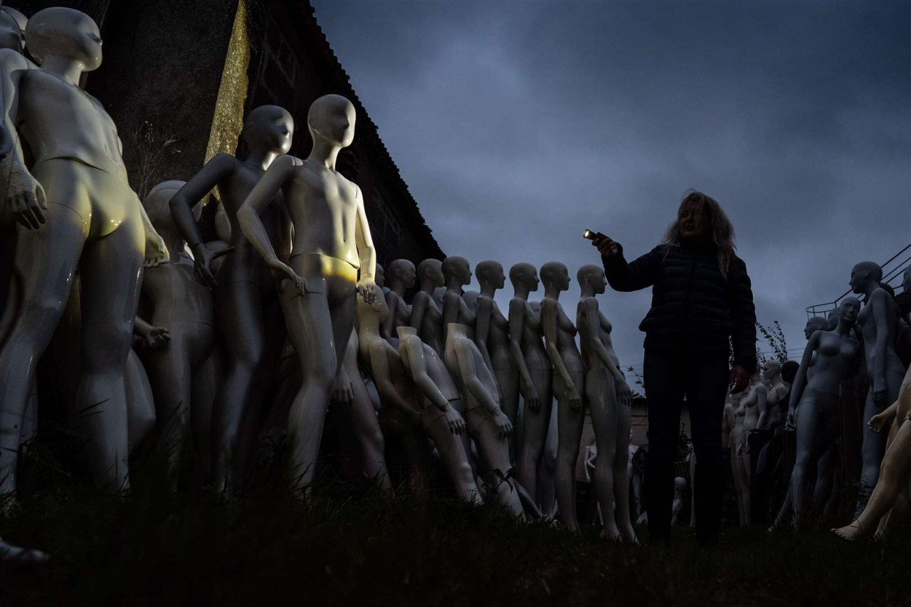Creepy Mannequin Mountain in England Will Give You A Chilling Halloween